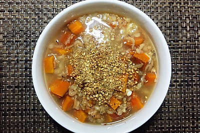 减脂美食—胡萝卜虾米糙米粥