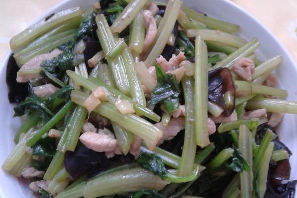 芹菜木耳炒肉丝的做法