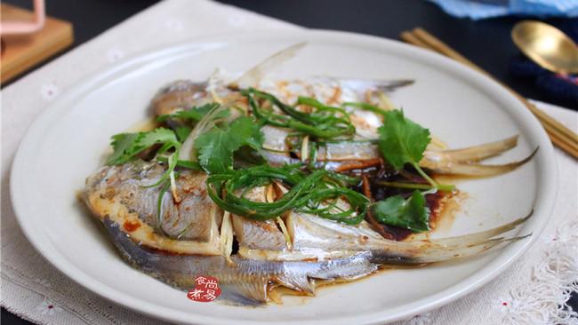 #花10分钟,做一道菜#蒸鲳鱼的做法