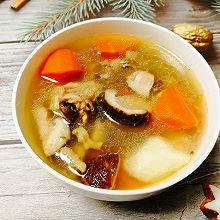 #换着花样吃早餐#山药胡萝卜香菇炖鸡汤