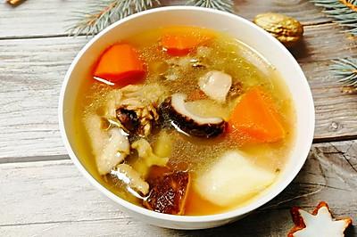 山药胡萝卜香菇炖鸡汤