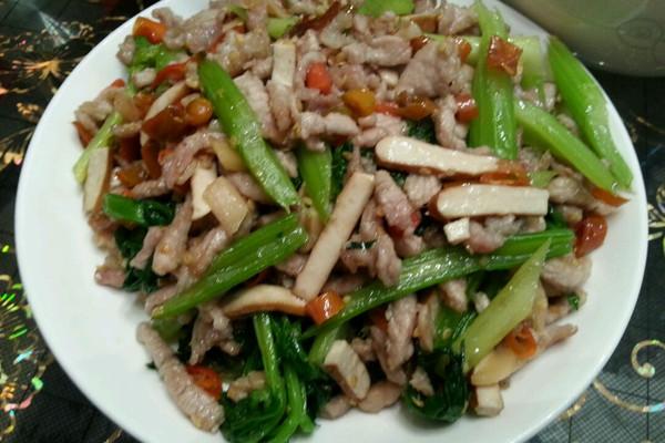 泡椒芹菜肉丝的做法