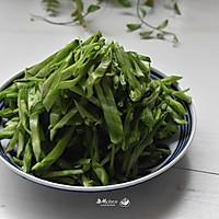 #一人一道拿手菜#剁椒萝卜干炒扁豆的做法图解3