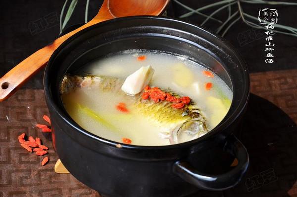 初秋养生汤--山药枸杞鲫鱼汤的做法