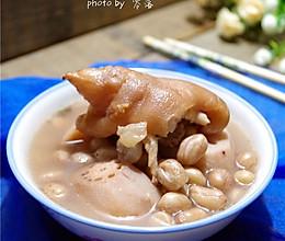 花生莲藕炖猪脚的做法