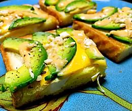 早餐牛油果鸡蛋三明治的做法