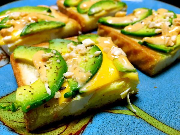 早餐牛油果鸡蛋三明治