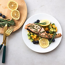 超健康三文鱼牛油果沙拉#餐桌上的春日限定#