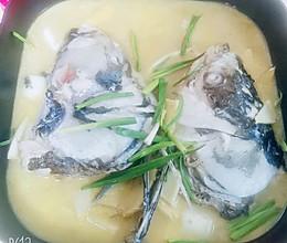 牛奶汤汁花鲢鱼头冬笋汤的做法