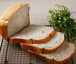 面包机做面包的方法—法式核桃吐司的做法
