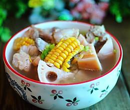 莲藕排骨玉米汤的做法