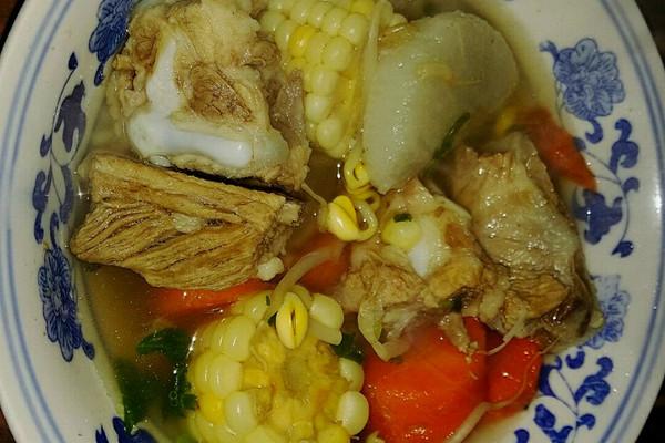 排骨玉米萝卜汤的做法