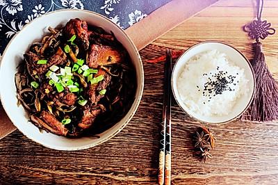 回味無窮下飯菜:干豆角燉排骨