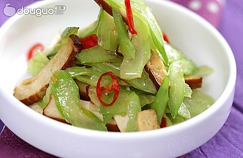 芹菜炒熏干的做法