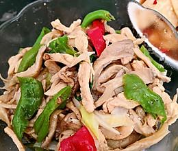 蘑菇炒鸡肉的做法