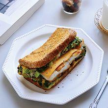 #橄享国民味 热烹更美味#快手早餐❗️生菜比目鱼抱蛋三明治