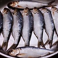 #带着零食去旅行!#干炸海鲫鱼的做法图解5