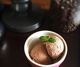 不用反复搅拌的巧克力冰激凌的做法