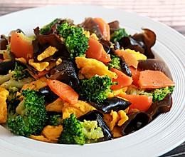 健康低卡家常菜——西兰花木耳炒蛋的做法