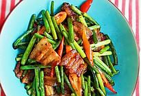 五花肉炒蒜苔的做法
