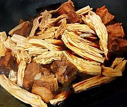 香鲜红烧腐竹炖排骨的做法