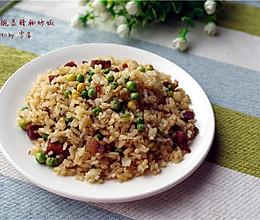 【豌豆菇凉与腊肠先生的邂逅】豌豆腊肠炒饭   的做法