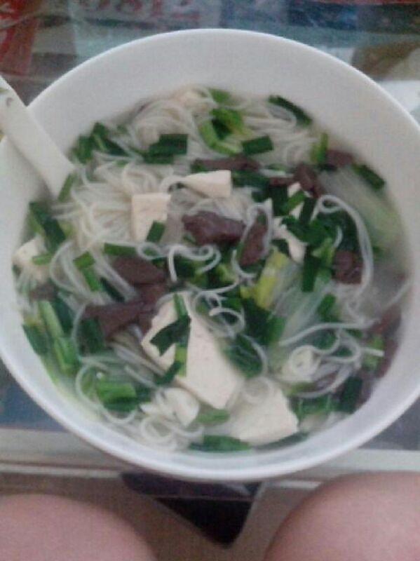 豆腐猪血汤面的做法
