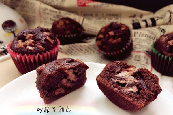 """简单又超级美味的巧克力杯子小蛋糕#享""""美""""味#的做法"""