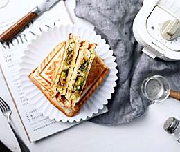 热压抱蛋煎饺三明治的做法