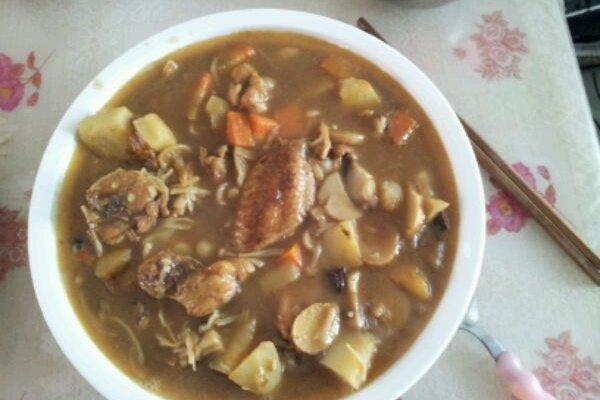 土豆胡萝卜蘑菇咖喱鸡的做法
