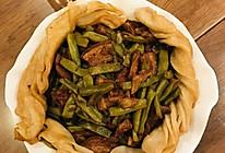 一锅熟:五花肉炖豆角粘卷子的做法
