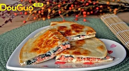 3分钟搞定抢手的三文鱼奶酪墨西哥饼的做法
