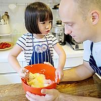 【老皮的亲子厨房】三岁孩子也能独立完成的爱心曲奇的做法图解1