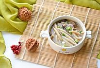比西贝蘑菇莜面鱼鱼还好吃的:菌王鸡汤莜面鱼鱼的做法