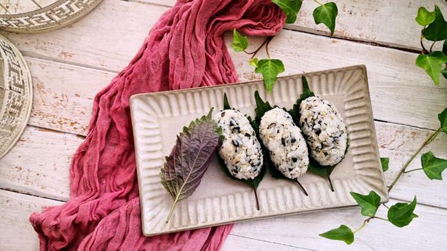 紫苏海苔饭团#秋天怎么吃#的做法