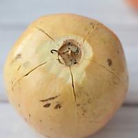 鲜榨石榴汁的做法图解2