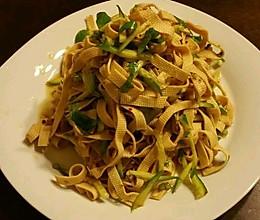 干豆腐拌黄瓜丝的做法