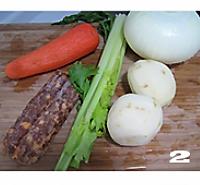 五彩腊肠焖饭的做法图解2