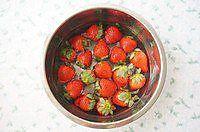 草莓真果粒(草莓牛奶)的做法图解2