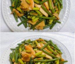 蒜苔炒蟹足棒的做法
