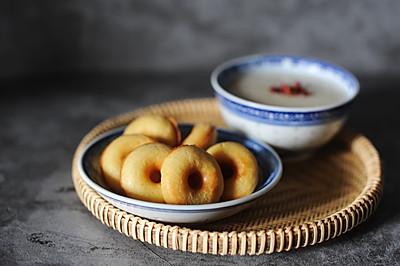 粗粮玉米面甜甜圈佐国民养颜美龄粥