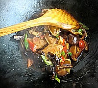 香菇焖鸡翅的做法图解15