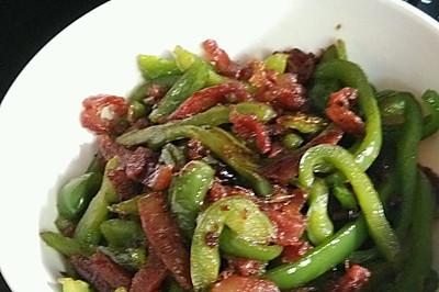 青椒与香肠的邂逅~美味香肠炒青椒