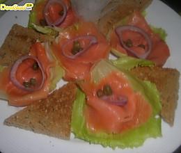 西式美食——烟熏三文鱼沙拉的做法