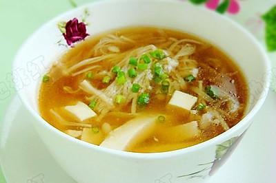 金针菇豆腐肉片汤