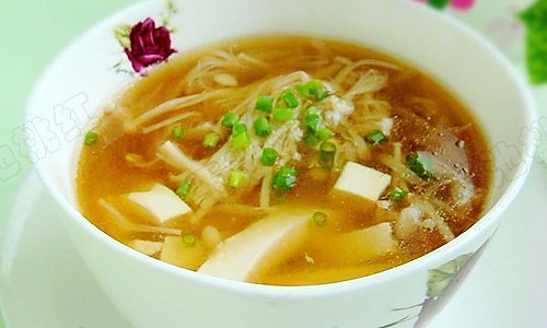 金针菇豆腐肉片汤  的做法