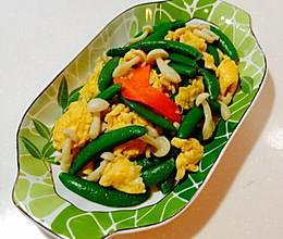 白玉菇甜豆炒鸡蛋的做法