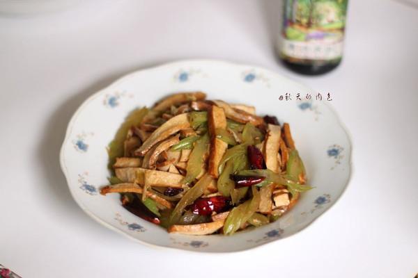 #菁选酱油试用之西芹豆干的做法