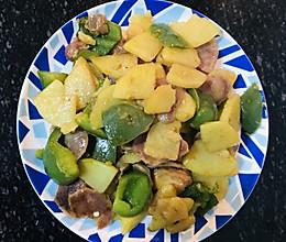 青椒土豆炒香肠的做法