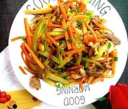 儿童菜谱——混炒四丝(胡萝卜丝、肉丝、黄瓜丝、香肠丝)的做法